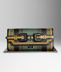 <p>Clutch multicolorida, <strong>BURBERRY</strong></p>