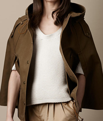 <p>Capa com capucho oversized <strong>Burberry</strong>.</p>